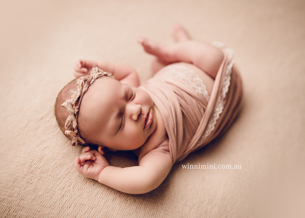winni mini newborn baby babies older baby family birth maternity family families photography photographer photo photos tanha basile winni mini