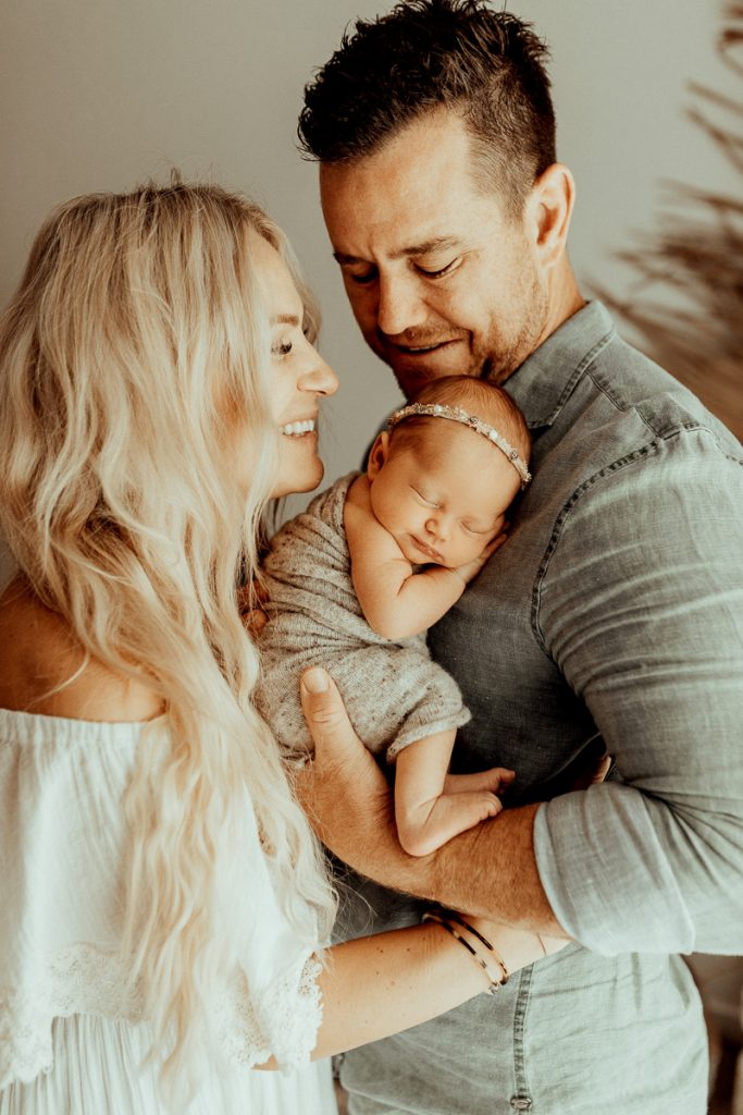 newborn family baby family photos photography pindara bunting obstetrician
